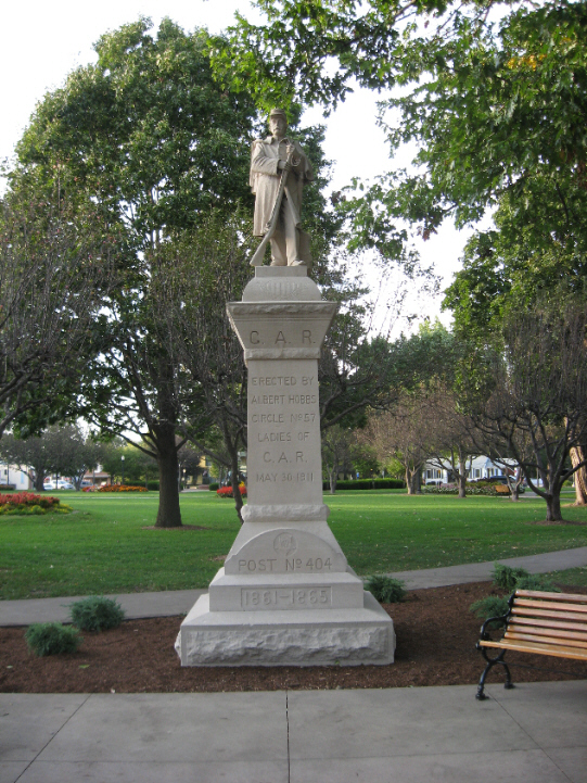 Civil War Monument and Cannon