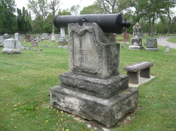 Civil War Cannon/Monument