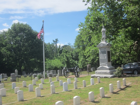 Soldier Monument and Cannon in Aspen Grove Cemetery