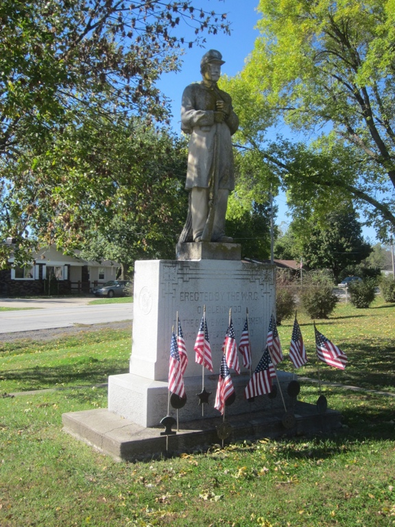 Veterans Monument with Civil War Soldier