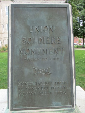 Monument and Cannon at Courthouse